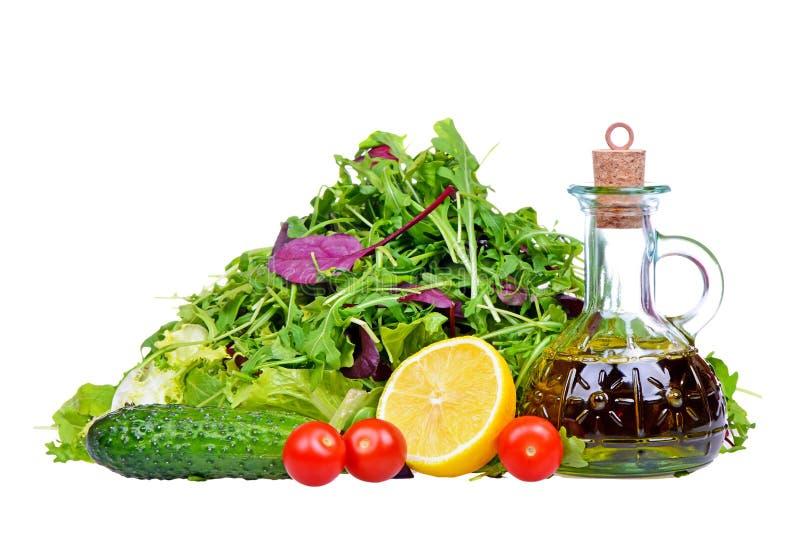 Sałatkowa mieszanka z butelką oliwa z oliwek i cytryna odizolowywający na bielu zdjęcie stock