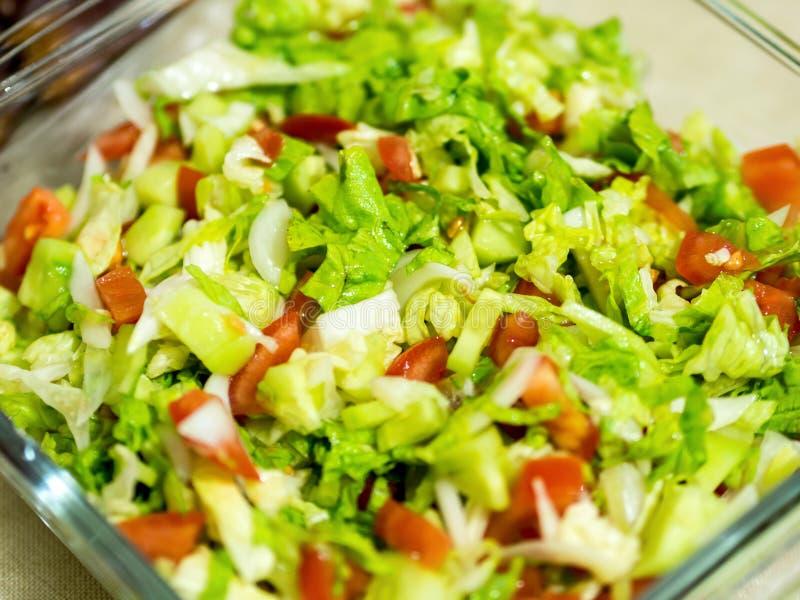 Sałatkowy talerz robić mieszani warzywa zdjęcia stock