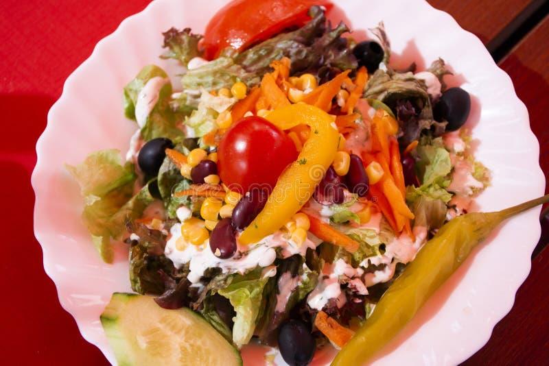 Sałatkowych warzyw owoc mieszająca niemiec projektuje przy lokalną restauracją w Heidelberg, Niemcy zdjęcie stock