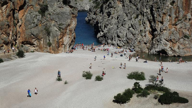 Sa Calobra Pebble Beach i den Flöde de Pareis kanjonen, Mallorca, Spanien royaltyfri fotografi