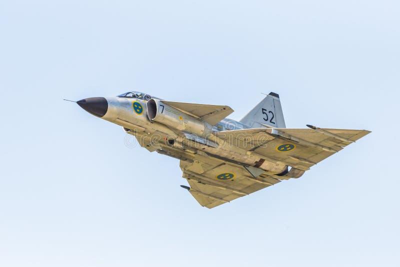 SAAB 37 chasseurs de Viggen volent par image stock