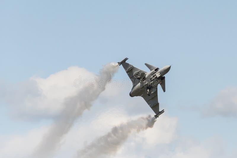 Saab JAS 39C Gripen που αποσύρει το προσγειωμένος εργαλείο στοκ φωτογραφία με δικαίωμα ελεύθερης χρήσης
