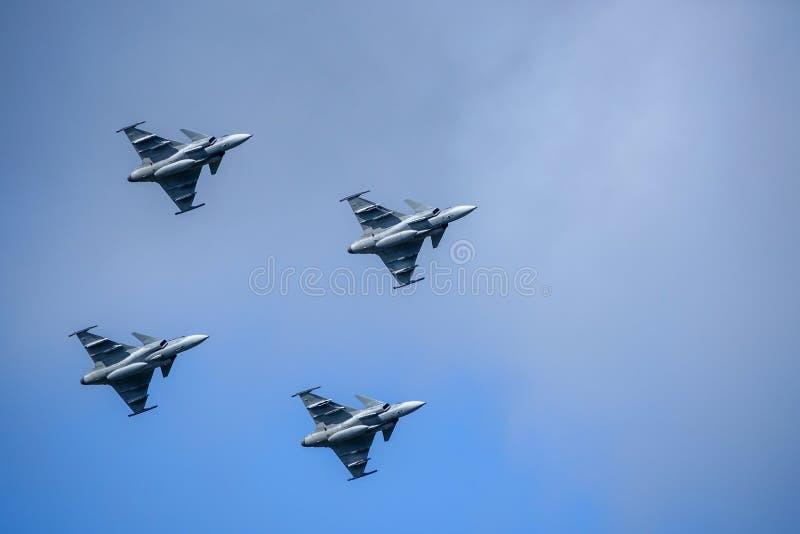 Saab JAS 39 Gripen, combatiente multiusos, vuelo de la formación imagen de archivo libre de regalías