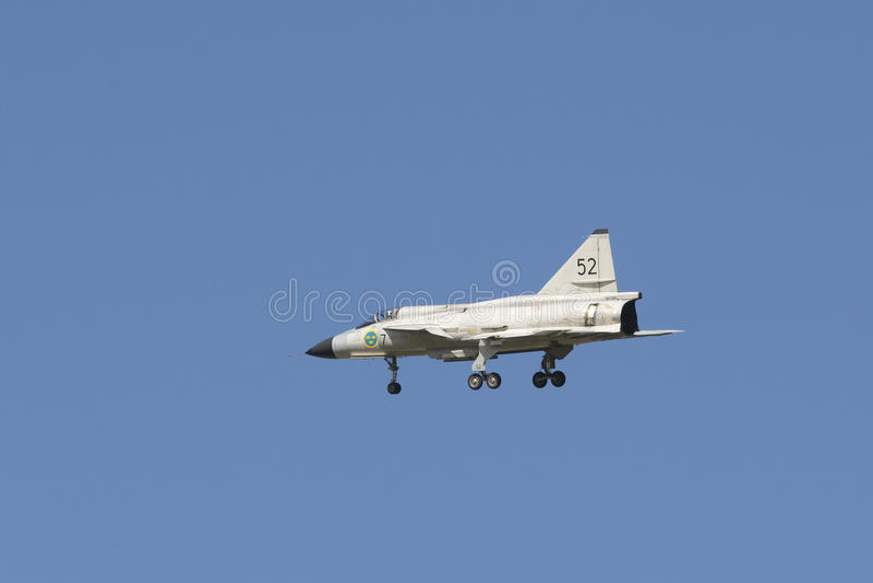 SAAB 37 Viggen-vechtersvliegtuigen ongeveer aan land royalty-vrije stock foto's