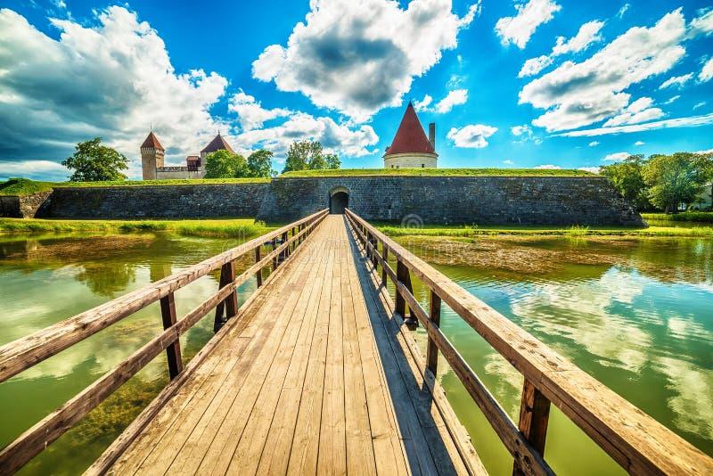 Saarema海岛,爱沙尼亚:库雷萨雷主教城堡 库存照片