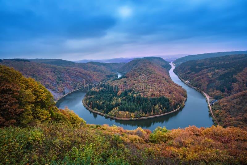 Saarschleife, Германия - известный ландшафт с излучиной реки стоковое изображение rf