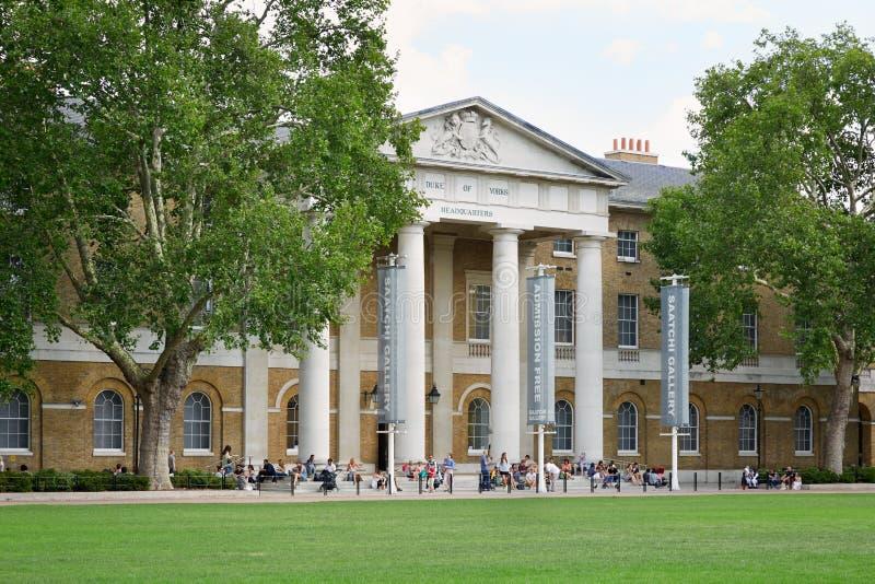 Download Saatchi画廊,著名美术画廊在伦敦 编辑类图片. 图片 包括有 英国, 人们, 绿色, 拱道, 皇家 - 62532100