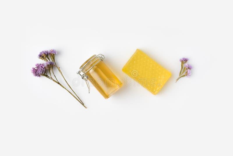 Sabão do mel com alfazema fotografia de stock royalty free