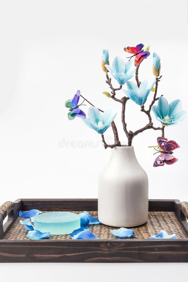 Sabão e magnólia azul foto de stock royalty free