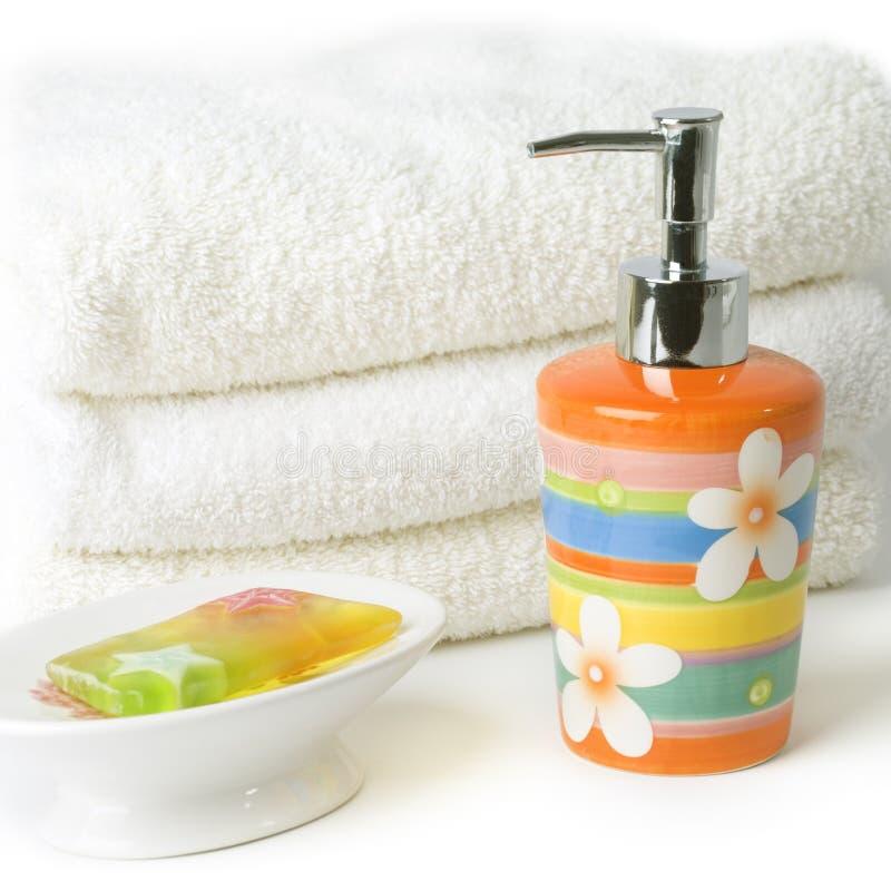 Sabão e toalhas imagens de stock