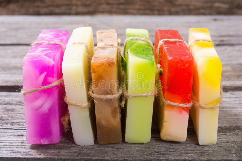 Sabão feito a mão do fruto colorido imagens de stock royalty free