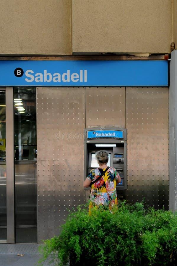 SABADELL bbva I bank DEPONUJEMY PIENIĄDZE W bARCELONA Spain fotografia stock
