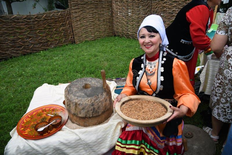 Sabantui świętowanie w Moskwa Kobiety kucharzi zdjęcie stock