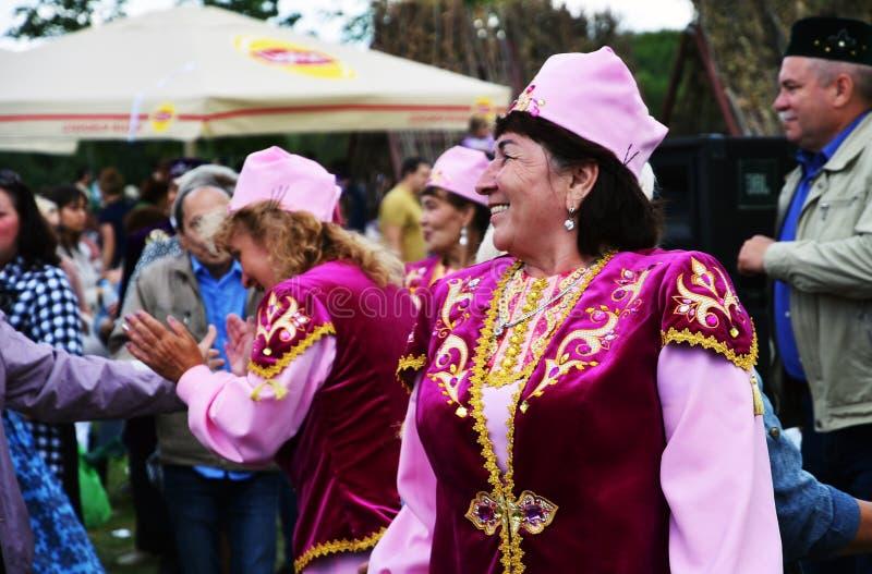 Sabantui ?wi?towanie w Moskwa Ludzie tanów i śpiewają piosenki obraz royalty free