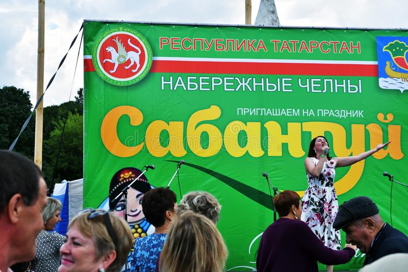 Sabantui ?wi?towanie w Moskwa Piosenkarz kobieta na scenie fotografia royalty free