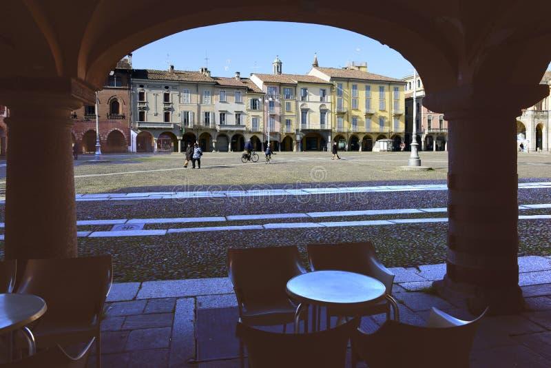 Sabato calmo sul quadrato del mercato, Lodi, Italia fotografie stock