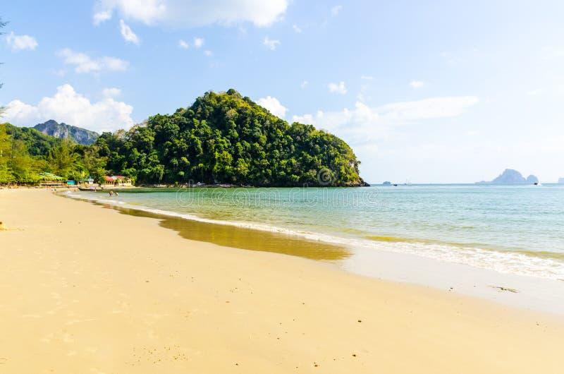Download Sabbia Bianca Sulla Spiaggia. La Tailandia Immagine Stock - Immagine di paesaggi, baia: 30829063