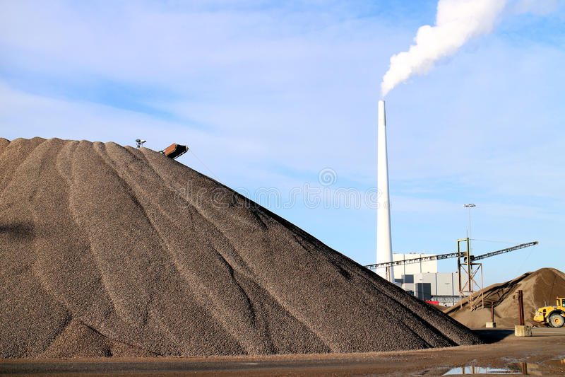 Sabbia, carbone e centrale elettrica fotografie stock