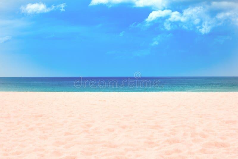 Sabbia della spiaggia di Karon della spiaggia a sud della Tailandia fotografia stock libera da diritti