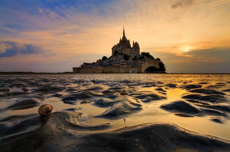 Sabbia di bassa marea al Le Mont Saint-Michel immagini stock libere da diritti