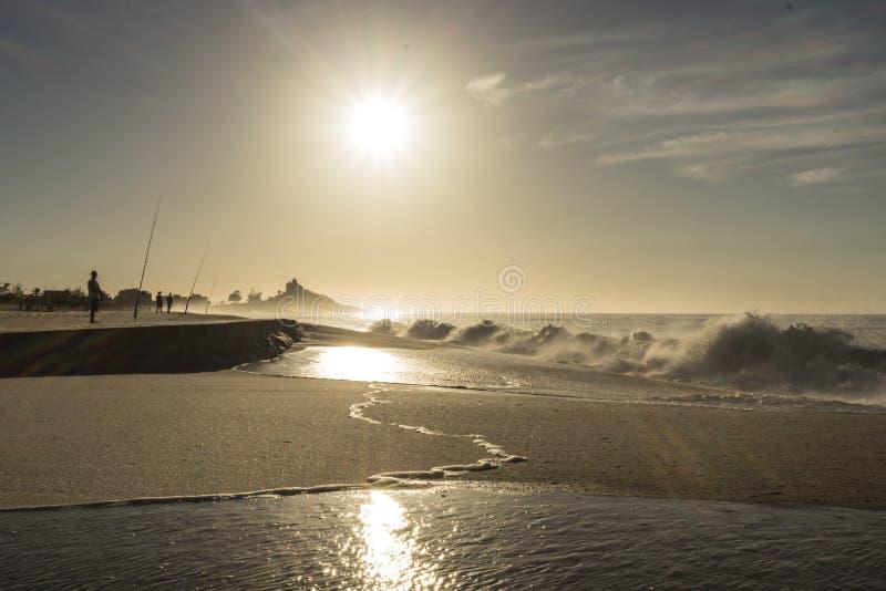 Sabbia e le onde di una spiaggia brasiliana fotografie stock libere da diritti