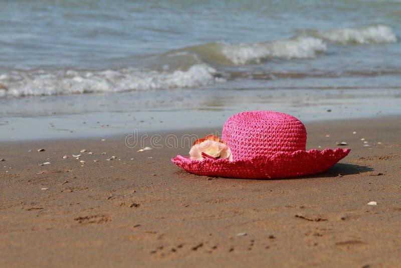 Sabbia e mare del cappello immagine stock libera da diritti