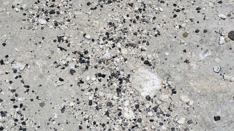 Sabbia grigia e pietre nere fotografia stock libera da diritti