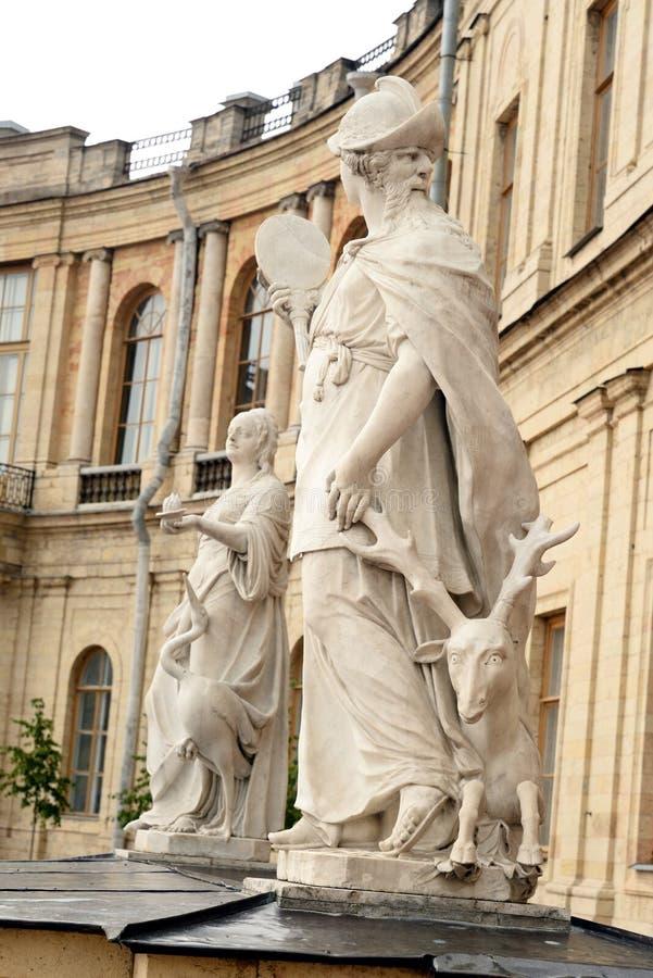 Sabedoria da estátua perto do palácio grande de Gatchina imagens de stock royalty free