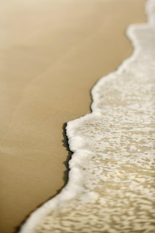 Sable avec des ondes. photographie stock libre de droits