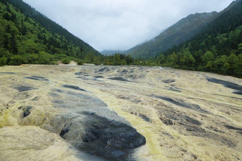 Sable d'or de sept milles dans la région scénique de Huanlong photos libres de droits