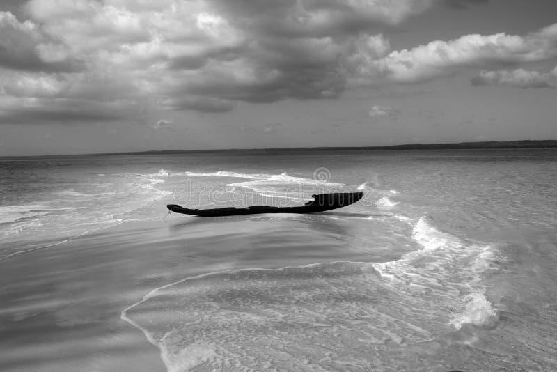 sable de pêcheur de bateau de côté vieux image libre de droits