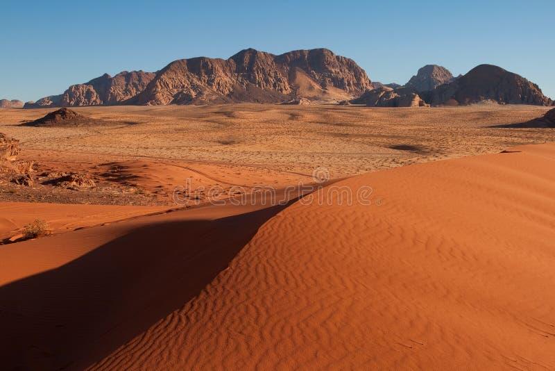 Sable-dunes dans le désert d'Oued-Rhum. image libre de droits