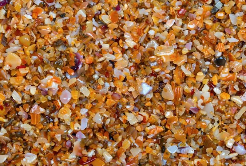 Download Sable Multicolore Sur La Plage Dans Le Jour D'été Du Soleil Image stock - Image du ensoleillé, nature: 87700601