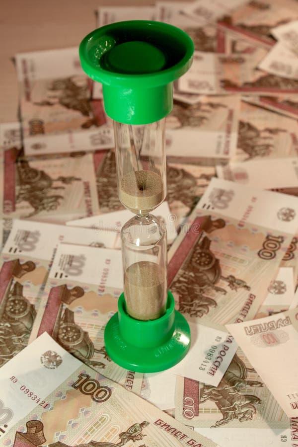 Sablier sur les roubles russes image libre de droits