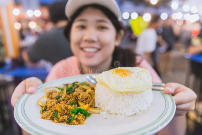 Sabroso delicioso de la comida de la calle de Tailandia del top del arroz del jazmín imagen de archivo
