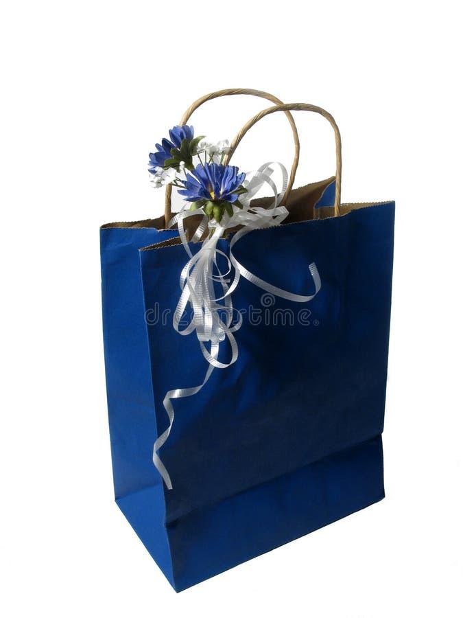 Sac bleu de cadeau photographie stock libre de droits