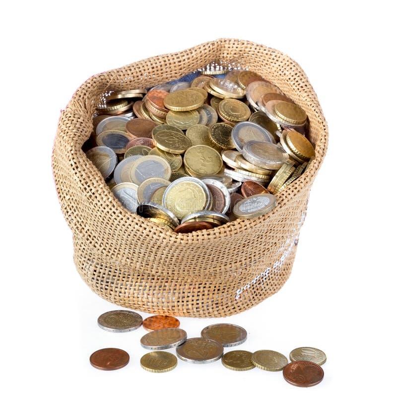 Sac d'argent avec des pièces de monnaie d'isolement au-dessus du blanc images libres de droits