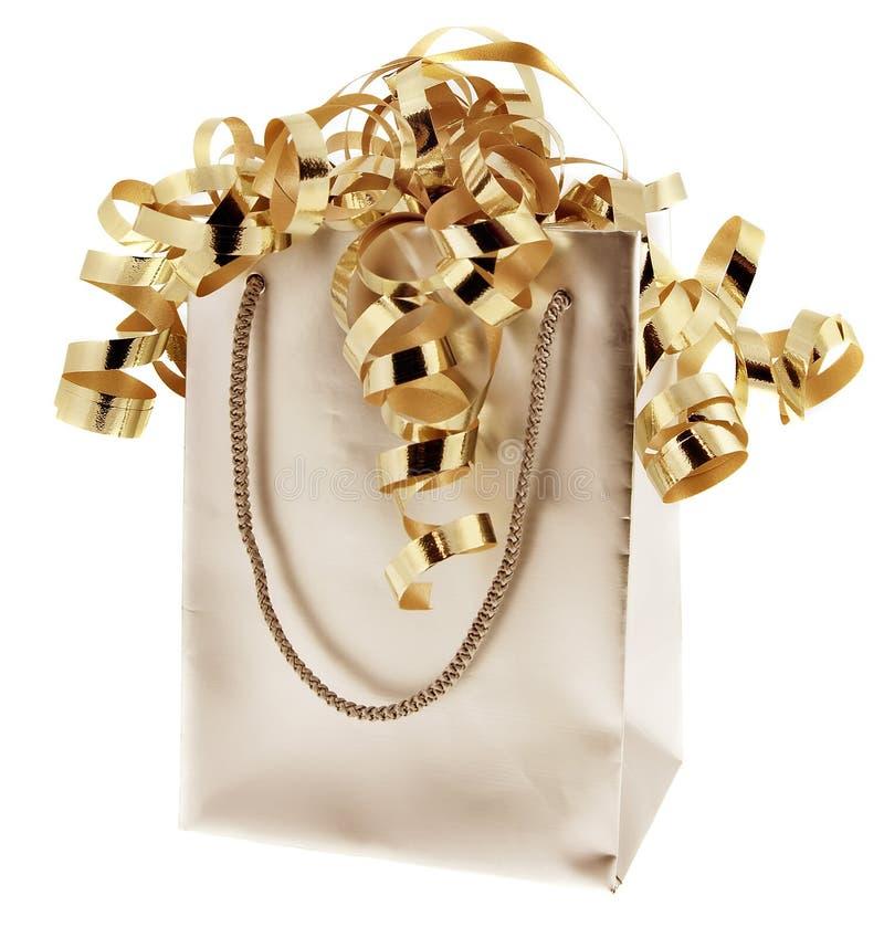 Sac de cadeau avec des bandes d'or images stock
