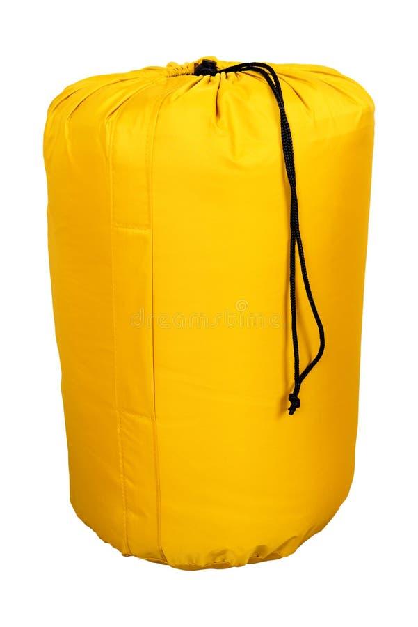 Sac de couchage, jaune, touriste d'isolement sur le fond blanc conçu pour la hausse et les tentes de camping photos libres de droits
