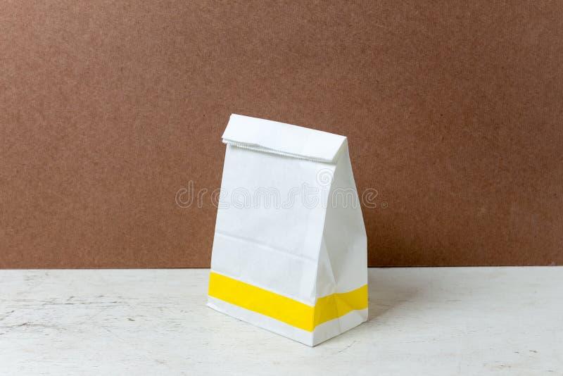 sac de livre blanc d'Un-forme Paquet de sac de papier pour faire de la publicité et Br photographie stock