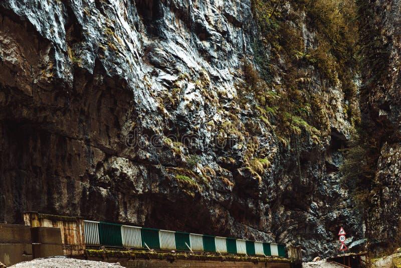 Sac de pierre de canyon en montagnes abkhazes images stock
