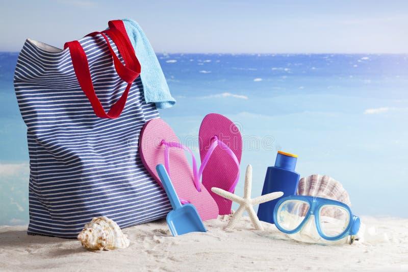 Sac de plage, fond de vacances d'été image libre de droits