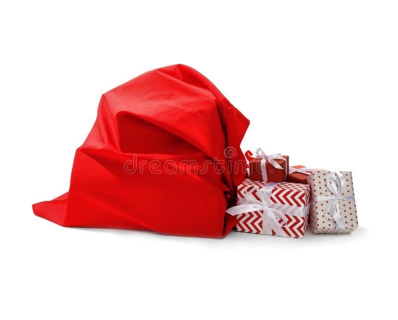 Sac de Santa Claus complètement des présents sur le fond blanc photo libre de droits
