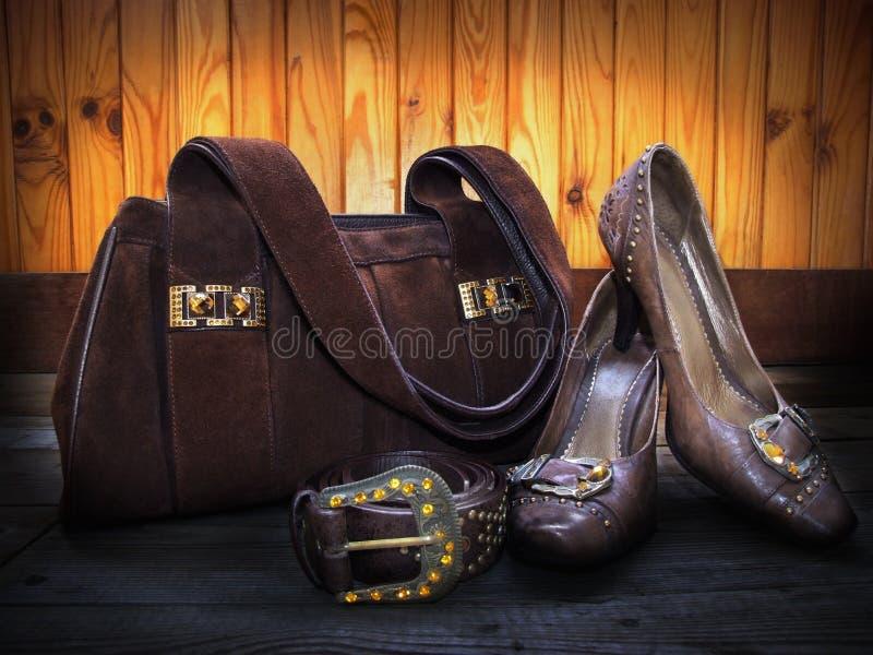 Sac de suède, chaussures en cuir et courroie images stock