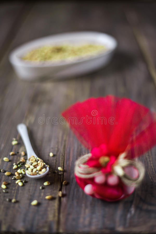 Sac de sucrerie et blé rôti images stock