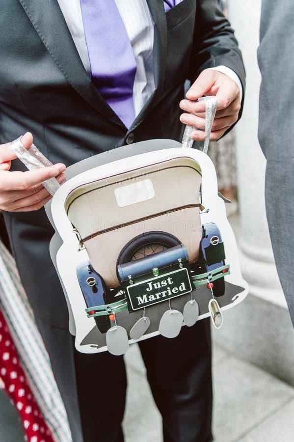 Sac de transporteur avec le motif de mariage photo libre de droits