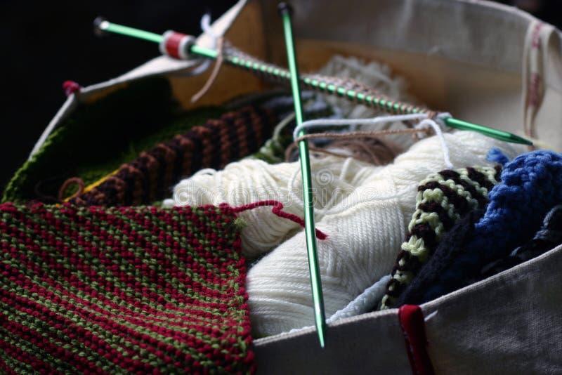Download Sac de tricotage photo stock. Image du filé, mains, vieux - 729508