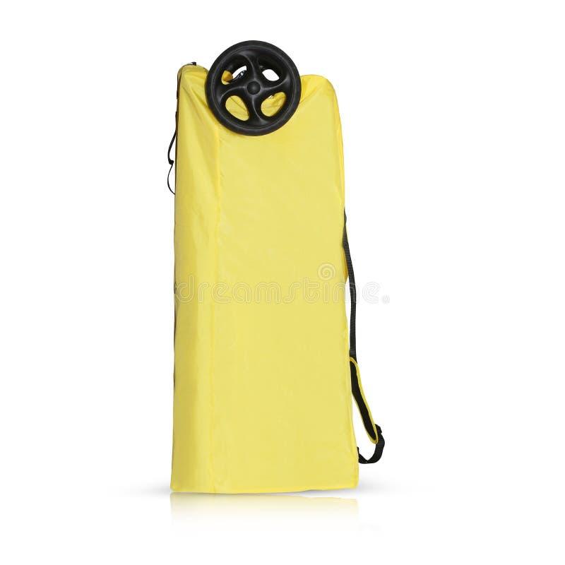 Sac de voyage de promeneur de bébé dans une couleur jaune avec des poignées de sangle photo libre de droits