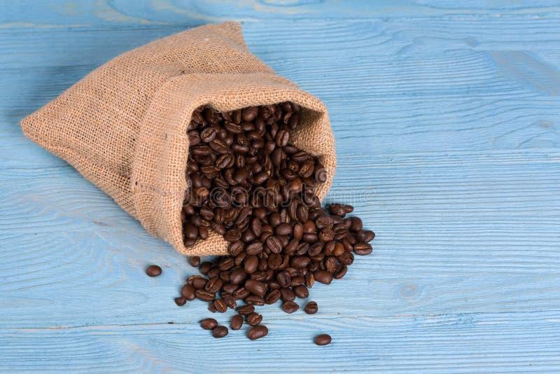 Sac des haricots rôtis de coffe image libre de droits