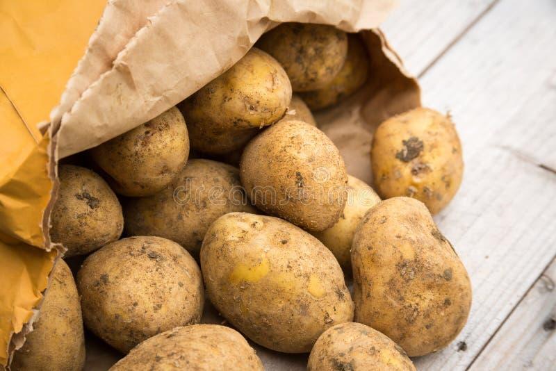Sac des pommes de terre image stock